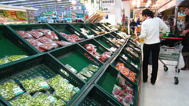 China's e-commerce companies are offering shoppers the convenience of buying groceries online. (Photo by star5112 via Flickr)